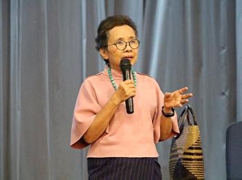"""จัดบรรยายรายวิชาศึกษาทั่วไป ในวิชาการใช้ภาษาไทย โดยได้รับเกียรติจาก อาจารย์ชมัยภร บางคมบาง มาให้ความรู้ในเรื่อง """"พลังแห่งการอ่านสู่การสร้างสรรค์งานเขียน"""""""